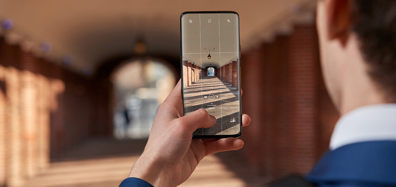OnePlus 7 Pro 5G's super-intelligent triple camera