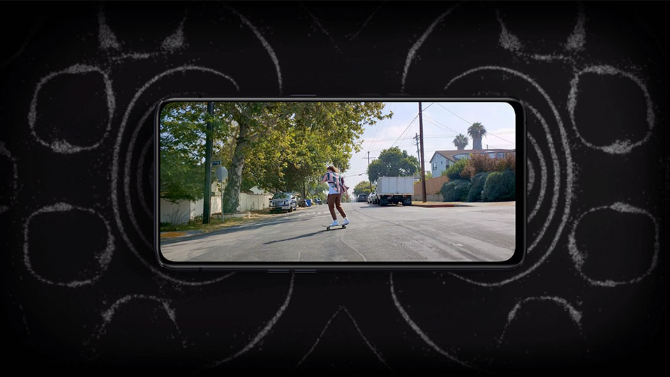 Image of a girl skateboarding on the Oppo Find X2 Pro 5G screen