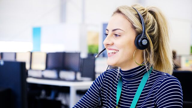Friendly EE UK call centre employee
