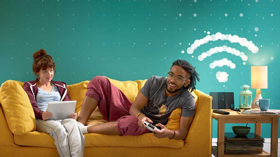 Two people using EE Broadband