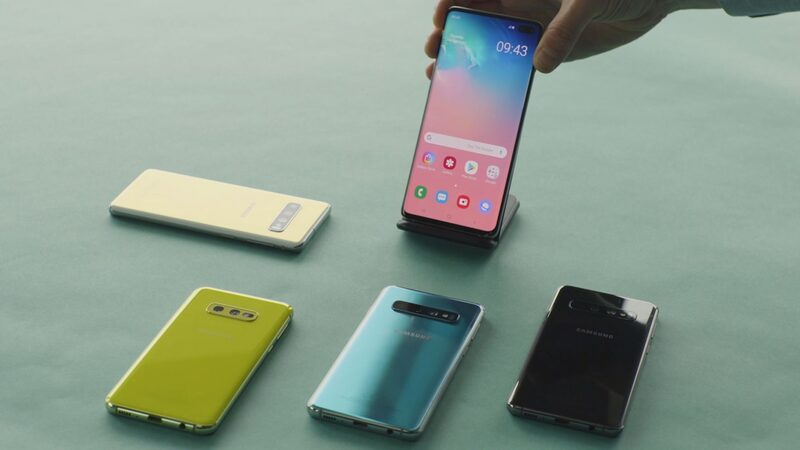 Samsung Galaxy S10 devices lined-up in blue, black and yellow