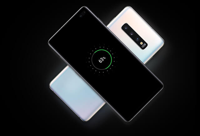 The Galaxy S10e power up without plugging in